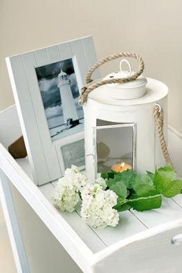 Dřevěné fotorámečky pořídíte od 290 Kč, romantická ručně vyráběná kovová lucernička je za 490 Kč (MONPORT).