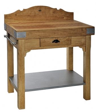 Stolek zmasivní borovice je lehce přemístitelný, má odnímatelný kovový plát ze zinkového plechu. Rozměry 57,4×43,4×97,5cm, cena 15900Kč (INTERIÉR DEL´ARTE).