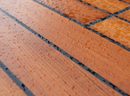 Masivní dřevěná podlaha Miraqua, bříza, 97,9×11,3 x1,3cm, cena 7980 Kč/balení (1balení = 2 m2, 8 podlahových dílů) (STUDIO PARKET DESIGN).
