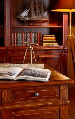 Kolekce nábytku Mandawa zvoskovaného indického palisandru (ALMI DECOR).