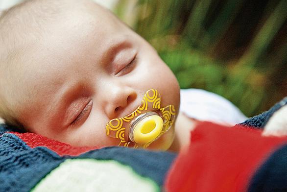 Šidítka DIFRAX vznikla v součinosti s dětskými lékaři, díky čemuž stimulují vývin svalů čelisti a jazyka a mimo jiné zabraňují cucání palečků.