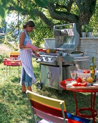 Spomocí mobilní kuchyně, která odolává povětrnosti, připravíte své oblíbené lahůdky vkterémkoli místě vaší zahrady.