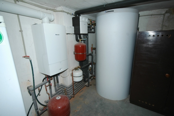 Technologické novinky lze nalézt také v oblasti ohřevu teplé vody a vytápění (JUNKERS).