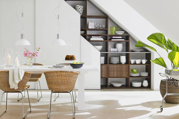 Pomocí vestavěných skříní můžeme dosáhnout lepšího využití atypického prostoru (ROLDOR).