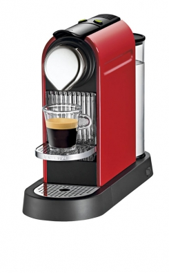 Nespresso CitiZ C110R red je kávovar, který se vyznačuje jednoduchým strohým designem třicátých let 20. století (NESPRESSO).