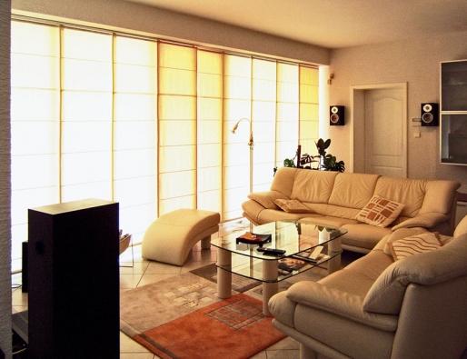 Vzhled příčky je možné buď přizpůsobit ladění celého interiéru, nebo zní lze vytvořit jeho dominantu.