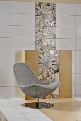 Koupelna jako další obytná místnost. Kolekce obkladů svelkoformátovým květinovým dekorem Botanica (RAKO).