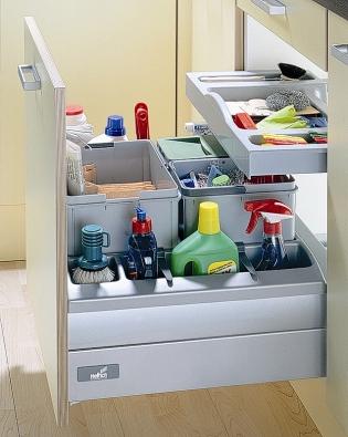Přístup do hlubokých spodních zásuvek zlepšuje přidání nezávislé vnitřní zásuvky (HETTICH INT.).
