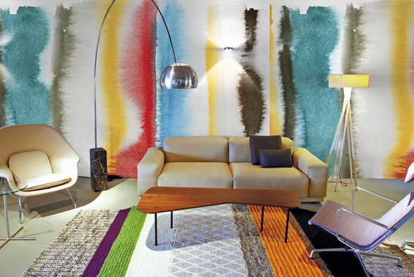 """Společnost Curious Boy zMnichova představila kolekci tapet, jejichž živé barvy avýrazné vzory vytvářejí dominantní prostorovou iluzi. Instalace je ukázkou výtvarného pojetí vestylu """"Mix Mash""""."""