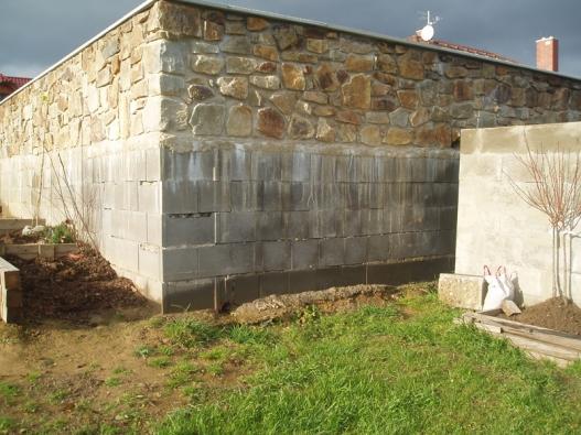 Co máme dělat s ošklivou zdí?
