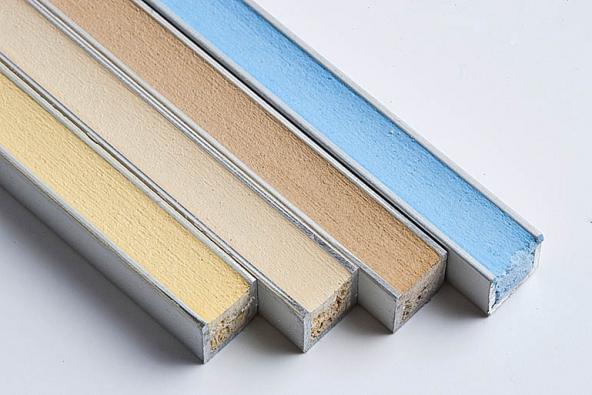 Díky vzorníku barev spárovacích hmot si lze doma ověřit, jak budou ladit sdlažbou aobklady.