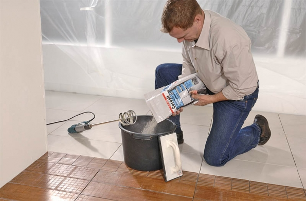 Muži unových spárovacích hmot asilikonů studují především technické vlastnosti.