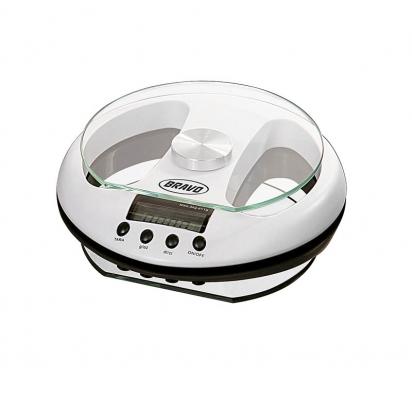 Digitální váha B-5026 se skleněným talířem váží spřesností 1 gramu do 3kg, cena 720Kč (Bravo).