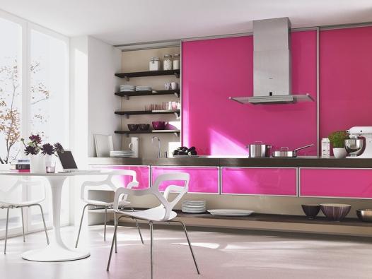 Jednoduché, levné apřitom praktické aesteticky velmi efektní řešení kuchyňské linky (ROLDOR).