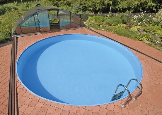 Kruhový bazén Albistone sprůměrem 4 metry se zastřešením Klasik, jako součást zahradní skalky (ALBIXON).