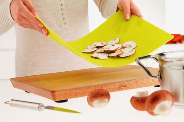 Prkénko z bukového dřeva se sadou silikonových plátů od firmy Rösle.