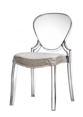 Židle Queen, polykarbonát, cena 3998Kč (POINT SHOP).