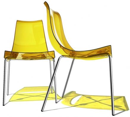 Stohovatelná židle Chiacchiera, rám zbroušeného chromu, sedák zpolypropylenu, cena od4932Kč (ALAX).