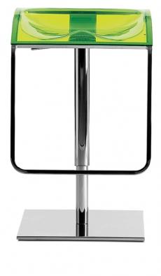 Barová židle Arod 570 leštěný kovový rám, splynovým pístem asedákem zbarevných akrylátů, cena od9779Kč (ALAX).