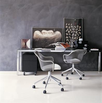 Židle Iuta, design Antonio Citterio, cena od26082Kč (KONSEPTI).