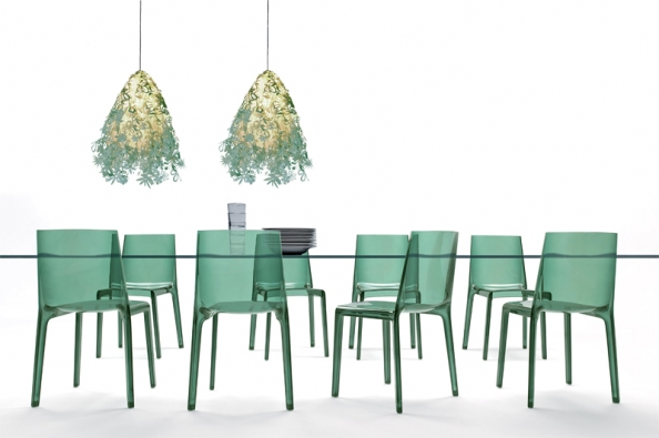 Stohovatelná židle Eveline, design Raul Barbieri, cena 5460Kč (DELSO).