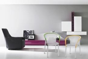 Plastový nábytek oživí interiér