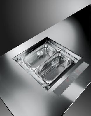 Souprava Multi teppan pro indukční vaření vpáře, vevodě, dušení, restování asmažení, 2 varné zóny, rozměry 460 x 510mm, dotykový panel umožňuje ovládat každou zónu samostatně, cena 59990Kč (SCHOLTÉS).
