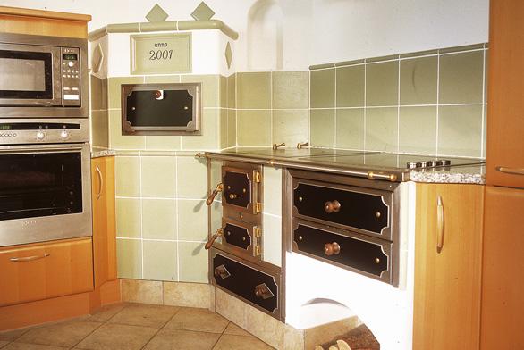 Spojení tradičních prostor smoderními interiéry, digitální spotřebiče vsouladu stradičními způsoby vaření – to je obraz dneška.