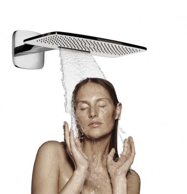 Raindance E 4202 jet (Hansgrohe), horní sprcha se sprchovým ramenem, cena 31296Kč (EIM UNIVERS).