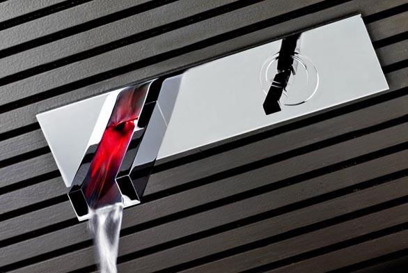 Podomítková baterie Gessi z kolekce Rettangolo Colour s barevně prosvětleným proudem vody, cena  44 910 Kč (DESIGN BATH).