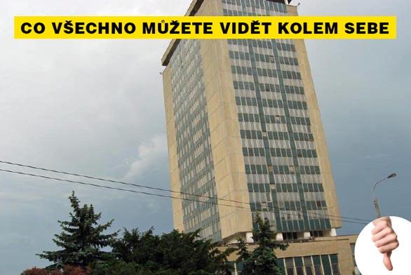 Chátrající výšková budova ze 70. let zvaná Armabeton hyzdí centrum Chomutova.