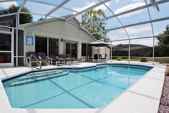 Velkorysé zastřešení bazénu, které připomíná zimní zahradu anabízí kromě komfortu ivýrazné prodloužení sezony.