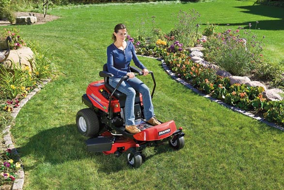 Skvalitní zahradní výbavou bude váš trávník vždy vdobré kondici.