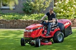 Travní traktor s hydrostatem Snapper disponuje kvalitním motorem B&S a dvěma válci. Žací ústrojí je dvourotorové se čtyřmi noži.