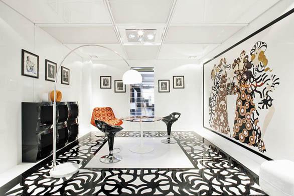 Španělská designérka Patricia Urquiola navrhla pro společnost Budri originální mramorové intarzie napodlahu, stěny anábytek, inspirované přírodními aorientálními motivy. Ukázka je zexpozice na veletrhu Marmomacc.