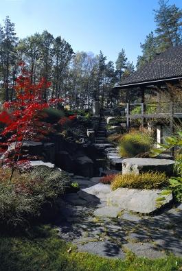Zahrada je podle slov Stanislava Špouly laboratoř, kde člověk neustále něco zkouší abývá pak příjemně překvapený. Je to taková intimní smlouva mezi člověkem apřírodou, říká autor zahrady.