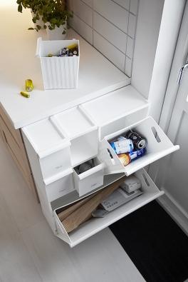 Sestava odpadkových košů Retur natříděný odpad je tvořena jednotlivými nádobami, které můžete podle potřeby spojovat (IKEA).