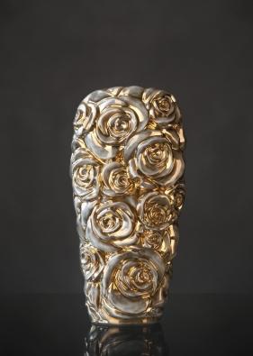 Nově se vuvolněné instalaci představí kolekce váz Buquet. Daniel Piršč.