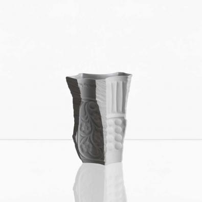 Váza váz. Maxim Velčovský.