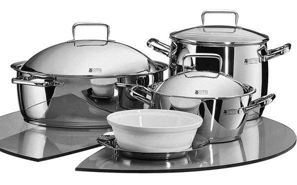 Nerezové nádobí (WMF), vhodné pro indukční vaření, cena od 2 145 Kč/ks (LA VECCHIA BOTTEGA).