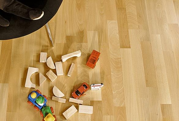 Barlinecká deska Buk, 3lamelová (Barlinek), cena 1200 Kč/m²(V–PLAST).