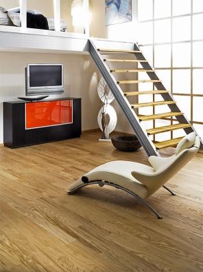 Plovoucí podlaha Viva line ořech (Tarkett), 3pásový vzor, lak Proteco, cena 1120Kč/m2 bez DPH (VELVET).