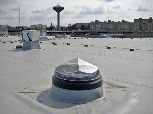 """Tubusový světlovod Sunpipe dosahuje zvýšené účinnosti díky patentované střešní kopuli """"Diamants"""" (AMERICAN BOHEMIAN CORPORATION)."""
