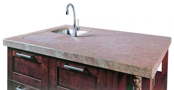 Luxusní pracovní deska do kuchyne zindické zuly Madura Gold spatinovanými pohledovými stranami (Granit Holec).