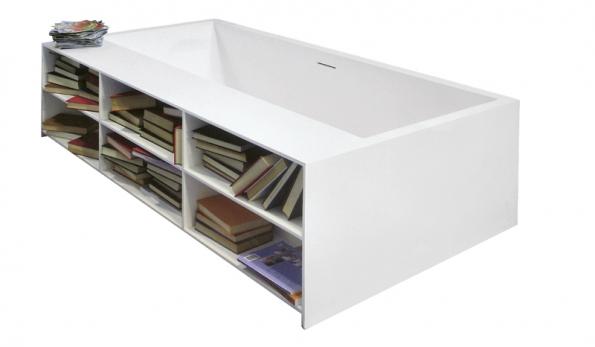 Když se nenastěhuje vana do knihovny,  může se knihovna vpodobě modelu vany Tank Square Book (Moma Design) ocitnout vkoupelně, podobný model představila iznačka Antonio Lupi, ceny zatím nejsou stanoveny (AQUA TRADE).