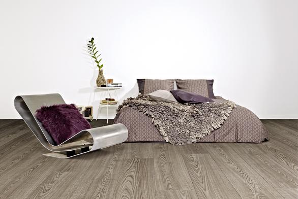 Dřevěná podlaha Grandeur (Balterio), dekor Dub Burgundy 672, cena 720 Kč/m² (PODLAHY ŠESTÁK).