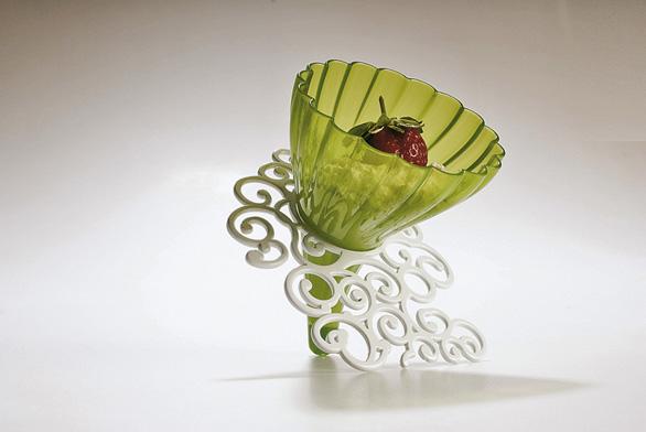Pohár na zmrzlinu může mít ipodobu plastového květinového pugétu. Zexpozice projektu d-vision (více na www.d-vision.co.it).