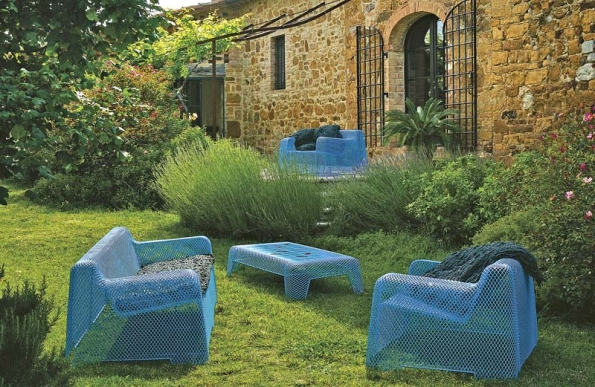 Zahradní nábytek je třeba volit podle druhu zahrady. Špatně navrženou zahradu nezachrání žádný nábytek anaopak.