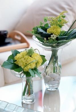 """Květiny ve váze musí mít vždy volnost aprostor anesmějí být hustě natlačené. Zásada """"čím víc, tím líp"""" při aranžování neplatí."""