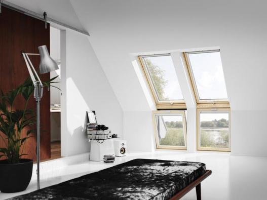 Kombinací různých typů střešních oken lze vytvořit efektní řešení (VELUX).
